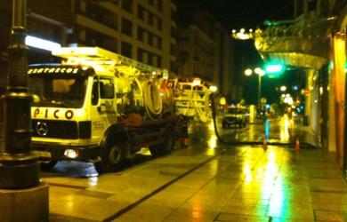 Inundaciones en León - Calle de Ordoño II - Bombeando agua